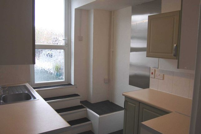2 bed flat to rent in Desborough Road, High Wycombe