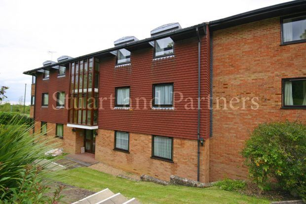 2 bed flat to rent in Pine Tree Court, Hassocks
