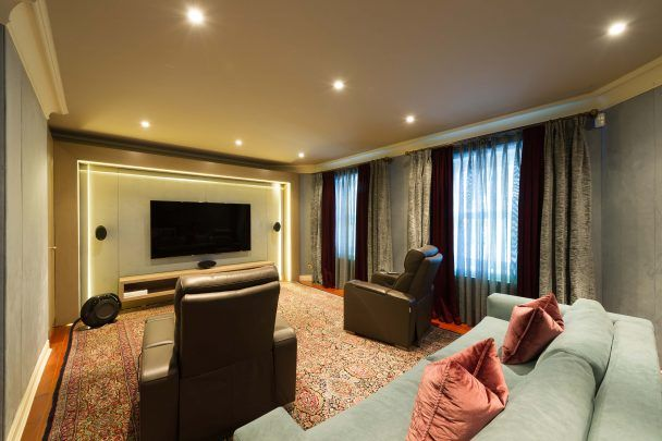 Harold tower fort anne road douglas im1 8 bedroom for Garage prime conversion