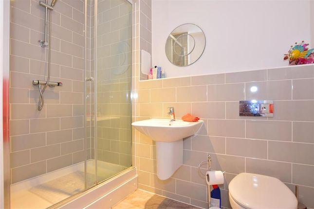 En-Suite of Golden Jubilee Way, Wickford, Essex SS12