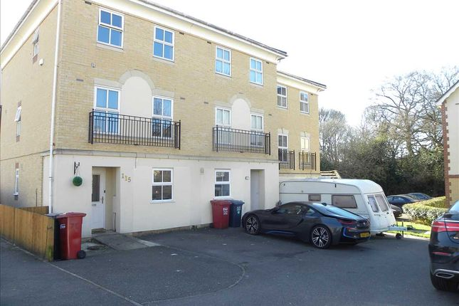 Thumbnail Property for sale in Hurworth Avenue, Slough