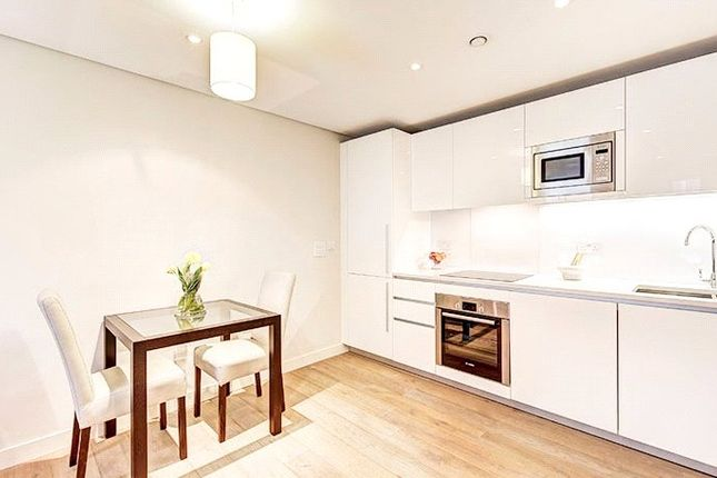 1 bed flat to rent in Merchant Square, East Harbet Road, London