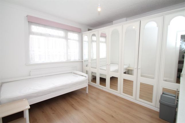 Thumbnail Room to rent in Pasteur Gardens, London