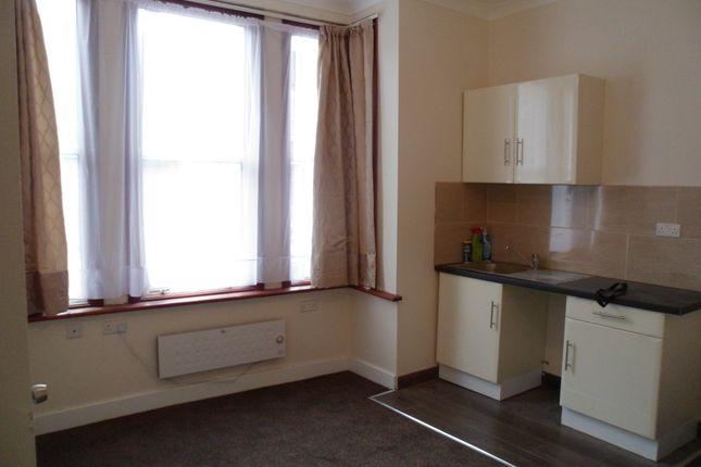 Studio to rent in Oaklands Road, Cricklewood London