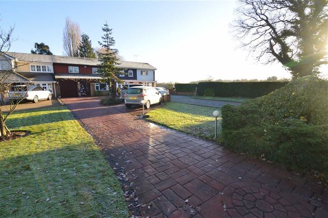 4 bed terraced house for sale in Outwood Common Road, Billericay, Essex