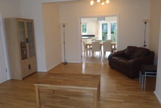 3 bed semi-detached house to rent in Offham Slope, North London