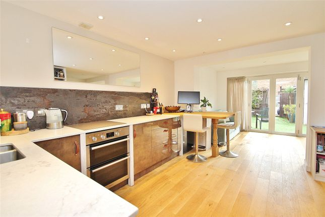 2 bed flat for sale in South Road, Horsell, Woking GU21