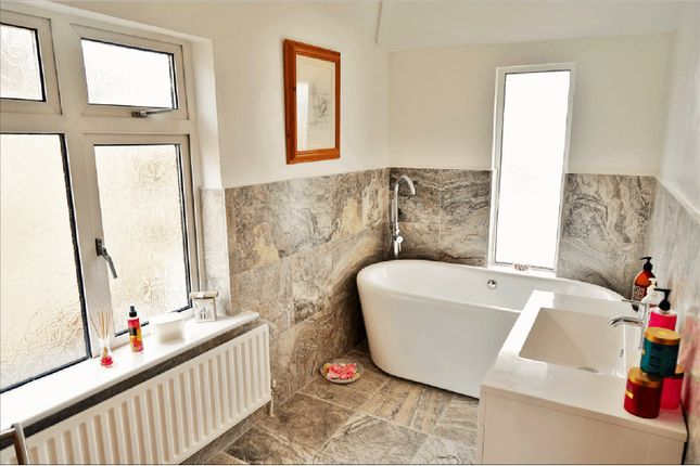 Bathroom of Old Fort Road, Shoreham-By-Sea BN43