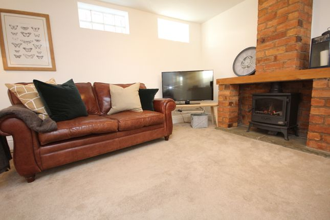 Thumbnail Terraced house to rent in Coach House, Mill Street, Leamington Spa