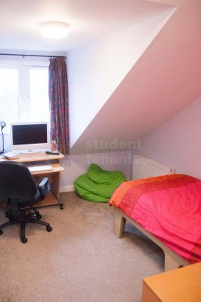 Thumbnail Shared accommodation to rent in Hughenden Road, High Wycombe, Buckinghamshire