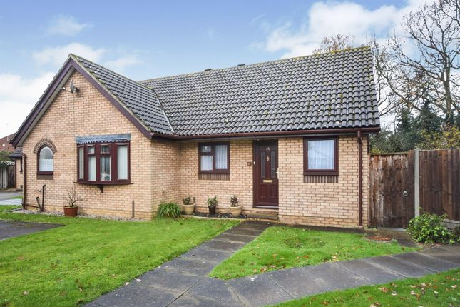 Thumbnail Semi-detached house for sale in Thames Close, Braintree