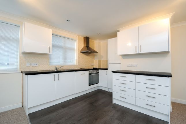 Thumbnail Flat to rent in Woodville Court, Coventry Road, Warwick
