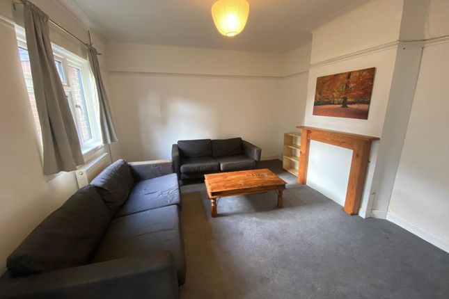 3 bed terraced house to rent in 3 Bedroom House, Ibbott Street, Bethnal Green – E1