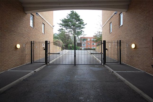 Picture No. 18 of Milligan Lodge, Hendon Lane, Finchley, London N3