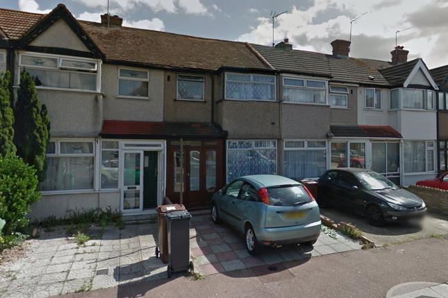3 bed semi-detached house to rent in Beam Avenue, Dagenham