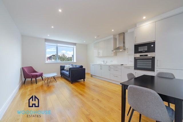 Thumbnail Flat to rent in Park Avenue, Bushey