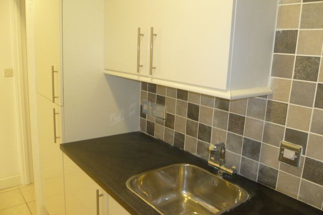 Thumbnail Semi-detached house to rent in Park Street, Luton