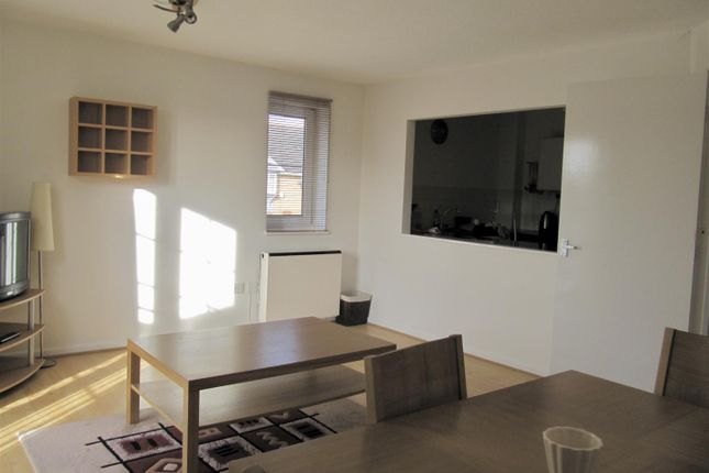 9Cp - Lounge of Cory Place, Windsor Quay, Cardiff CF11