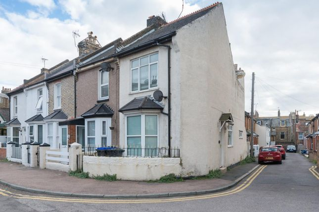 2 bed terraced house to rent in Elizabeth Road, Ramsgate CT11