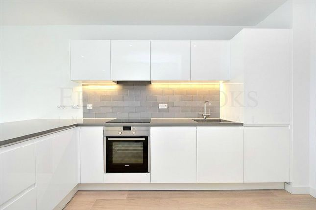Thumbnail Flat for sale in Carrick House, Royal Wharf