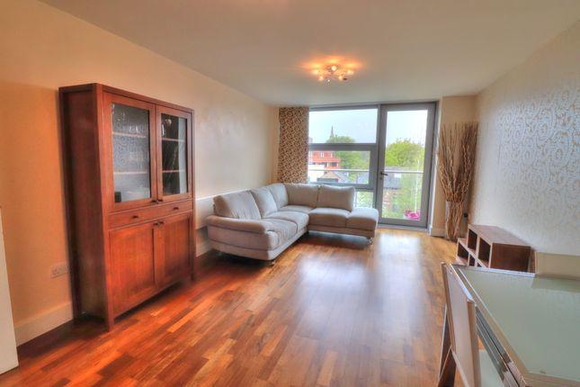 ... Living Room Of City Road, Newcastle Upon Tyne NE1 ...