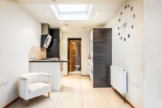 Thumbnail Flat to rent in 2 Bed Flat, Norbury Crescent