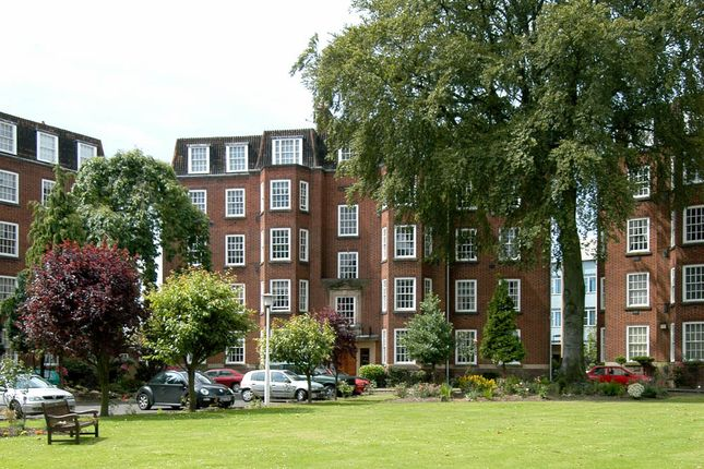 2 bed flat to rent in Kenilworth Court, Hagley Road, Edgbaston, Birmingham