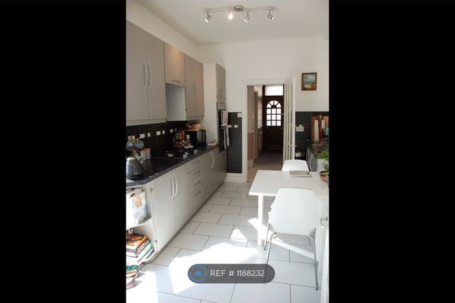 Thumbnail Flat to rent in Palmers Green, London
