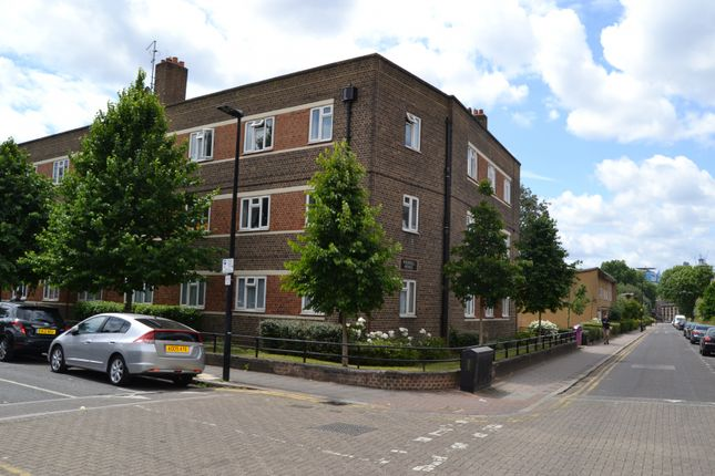 4 bed flat to rent in Duckett Street, London E1