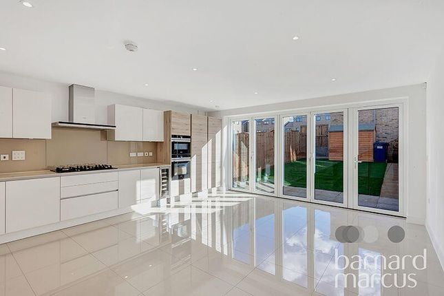 Property to rent in Well Grove, London