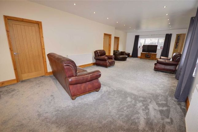 Lounge of Camblesforth Road, Selby YO8
