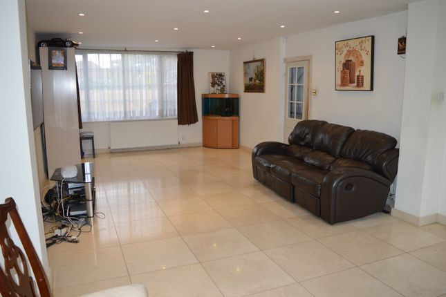 Thumbnail Detached house to rent in Wendover Way, Bushey