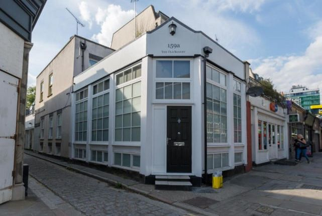 2 bed property to rent in Caledonian Road, London N1
