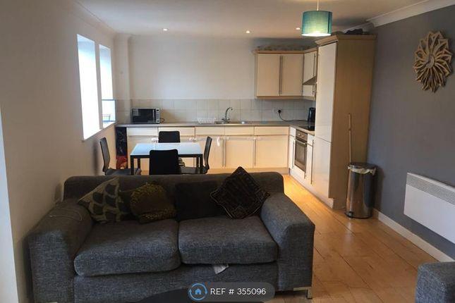2 bed flat to rent in Turlow Court, Leeds