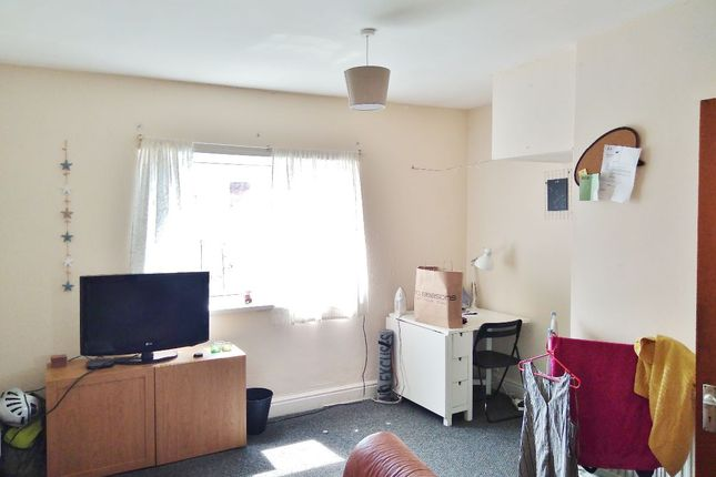 Thumbnail Maisonette to rent in Crwys Road, Cathays, Cardiff