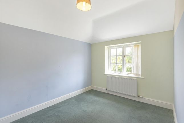 629616 (18) of Epsom Road, West Horsley, Leatherhead KT24