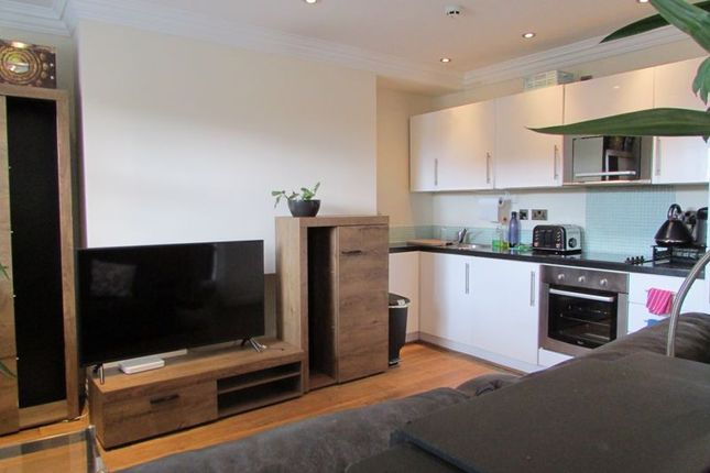 Thumbnail Flat to rent in Albion Street, Hull