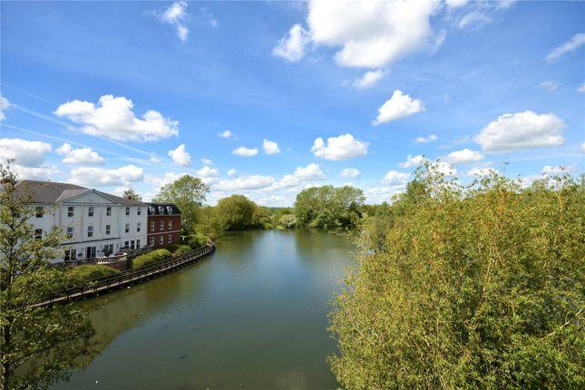 Thumbnail Flat to rent in Guillemot Court, Guillemot Way, Aylesbury, Buckinghamshire
