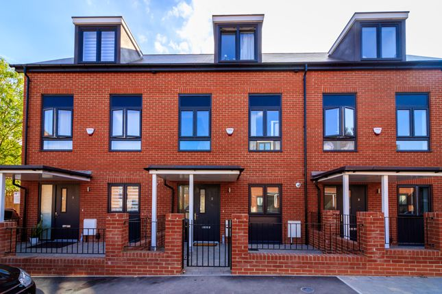 Thumbnail Terraced house for sale in Woodbury Crescent, London