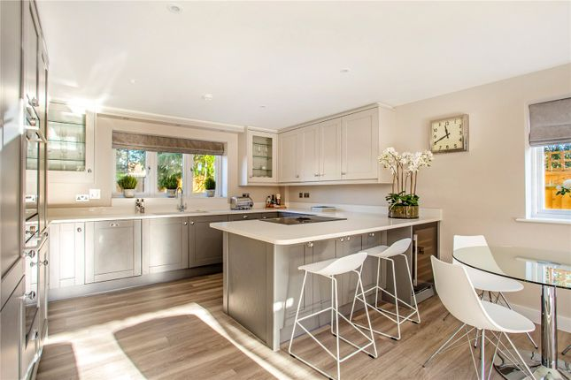 Thumbnail Flat for sale in Baring House, Baring Road, Beaconsfield