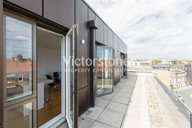 Thumbnail Flat to rent in Heneage Street, Spitalfields, London