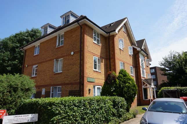 2 bed flat for sale in Arborfield Close, Slough