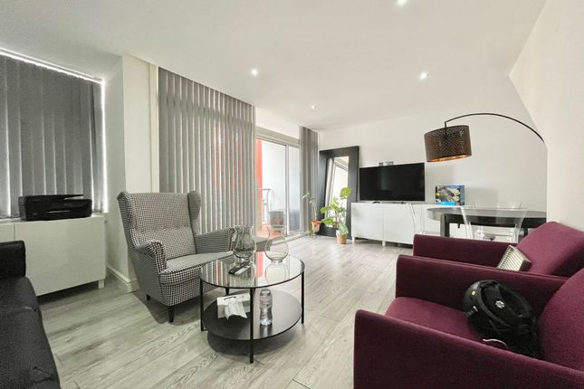 Thumbnail Flat to rent in Centre Point, West End
