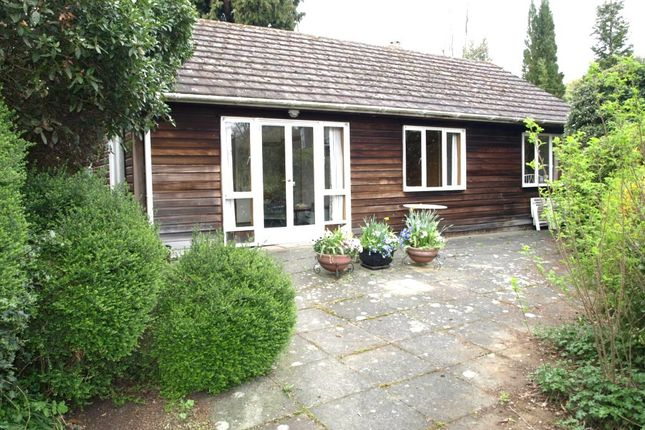 Thumbnail Bungalow to rent in Vicarage Hill, Westerham