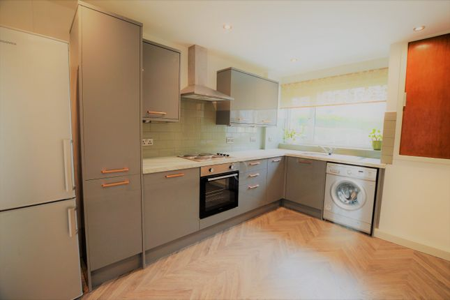 3 bed town house to rent in Gledhow Wood Close, Leeds