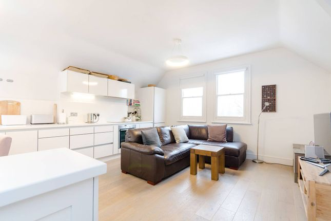Thumbnail Flat to rent in Langley Avenue, Surbiton