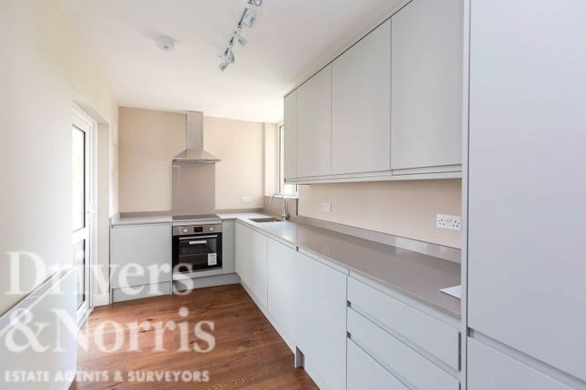 Thumbnail Flat to rent in Abingdon Close, Camden, London