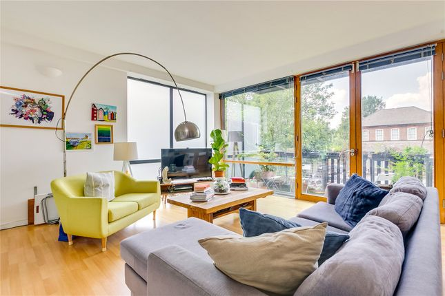 Thumbnail Flat for sale in The Grange, London