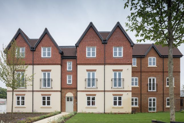 2 bedroom flat for sale in Ferard Corner, Warfield, Berkshire