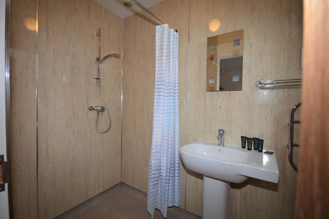 Master En-Suite of Commons Road, Pembroke SA71
